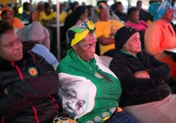 Zuma's fate vote: Watching and protesting - Photos