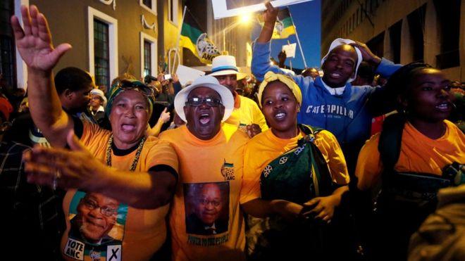Zuma narrowly survives vote of no confidence - Photos