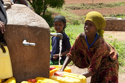 1280px-Local_Girls_in_Babile_Ethiopia_2012
