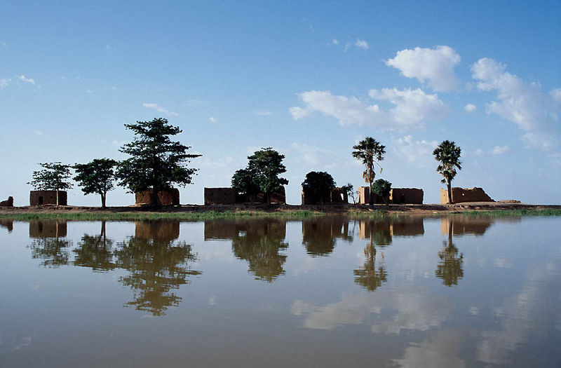 800px-Niger_River_Center_Island