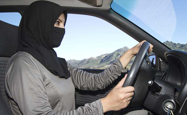 Saudi Arabia womanpunished by police for driving