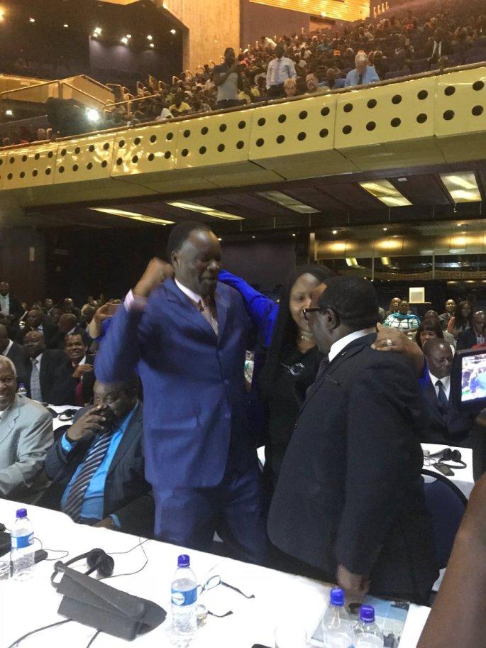 Robert Mugabe resigns as Zimbabwe president
