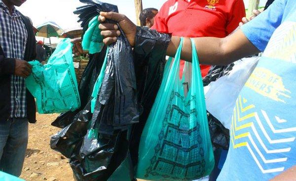 President Kenyatta asks states to ban plastic bags