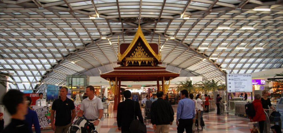 Family leaves Bangkok after living at airport for 3 months