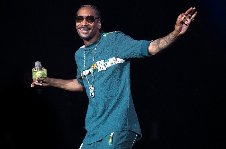 U.S. Rapper Snoop Dogg announces plans to relocate to Uganda