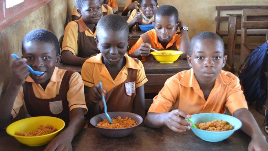Feeding school children in Nigeria