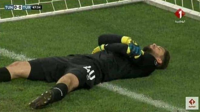 When goalkeeper Mouez Hassen collapsed at sundown, his teammates feasted on dates.