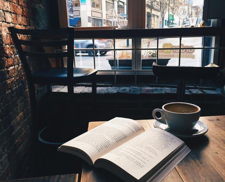 5585c3b0a14b0e45006bfdb88c765b03-reading-photography-coffee-shop-photography