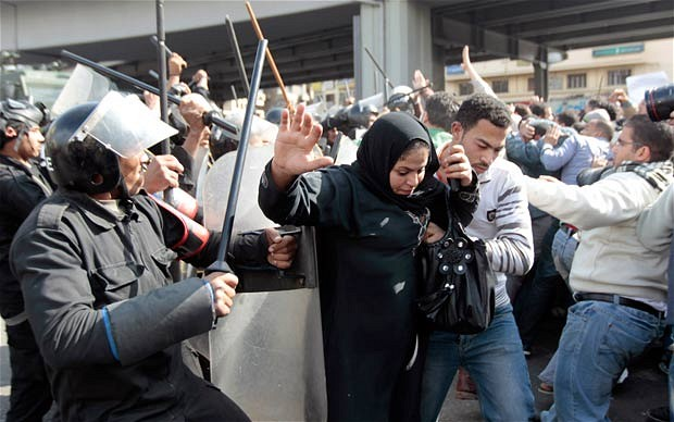 egypt-riots-woman_1813712i