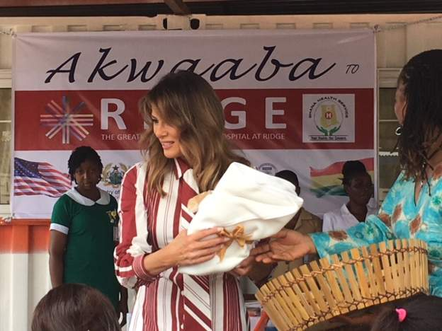 Melania Trump handed out blankets and teddy bears at an open-air clinic at Accra's Ridge Hospital. Photo: BBC