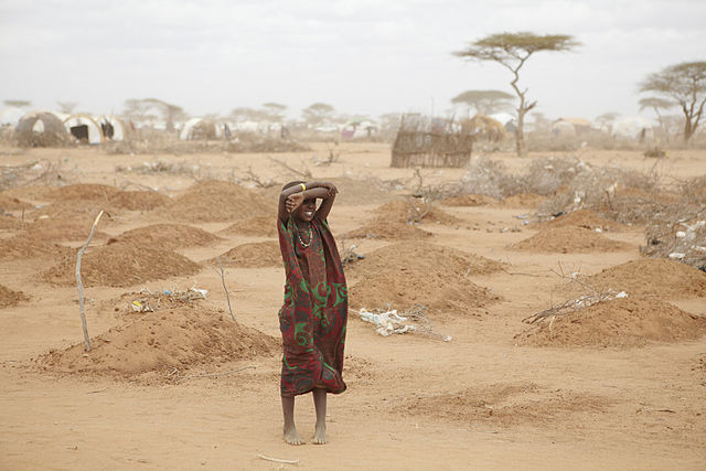 640px-oxfam_east_africa_-_a_mass_grave_for_children_in_dadaab